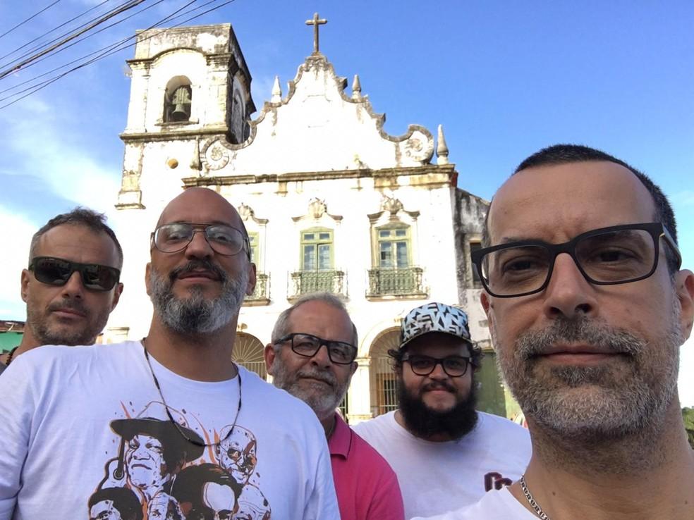 A formação original da Banda Eddie se apresenta no Bloco Mangue Beat — Foto: Fábio Trummer/Divulgação