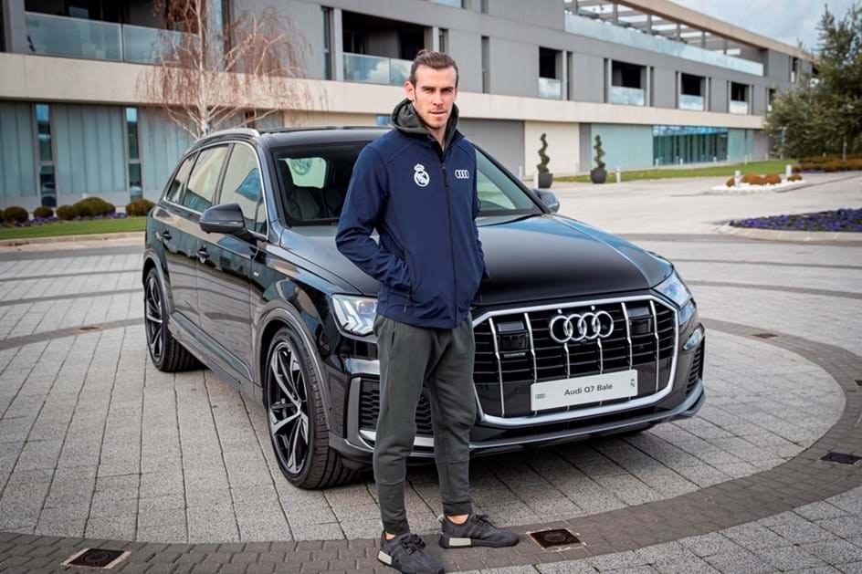Gareth Bale posa ao lado do Audi Q7 (Foto: Divulgação)