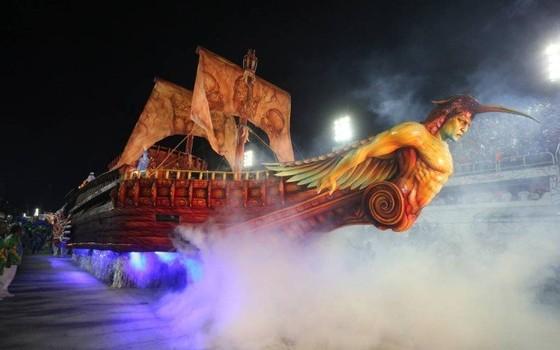 O abre-alas da Beija-Flor foi um dos maiores destaques do Carnaval: vitória da escola foi a mais comentada (Foto: Agência O Globo)