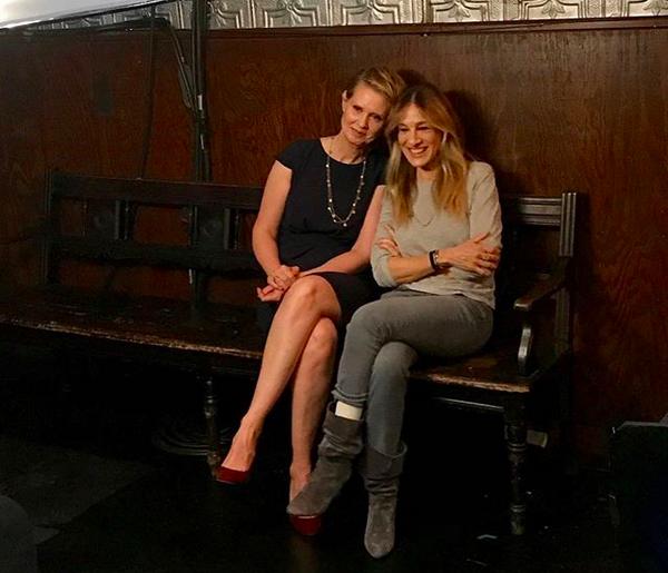 A foto compartilhada por Cynthia Nixon em que ela aparece junto com Sarah Jessica Parker (Foto: Instagram)