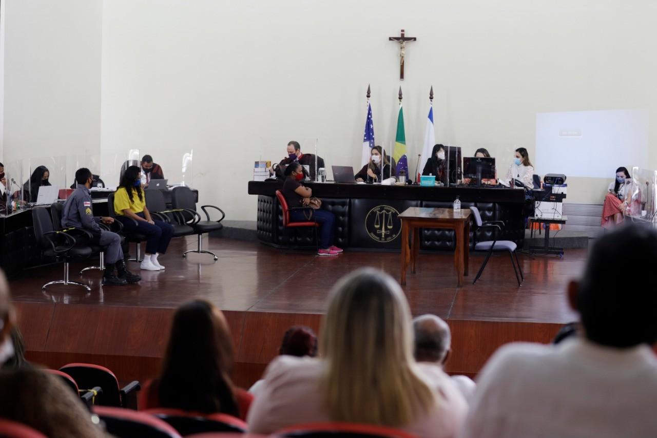 Justiça condena a 25 anos de prisão mulher que matou a cunhada em Manaus