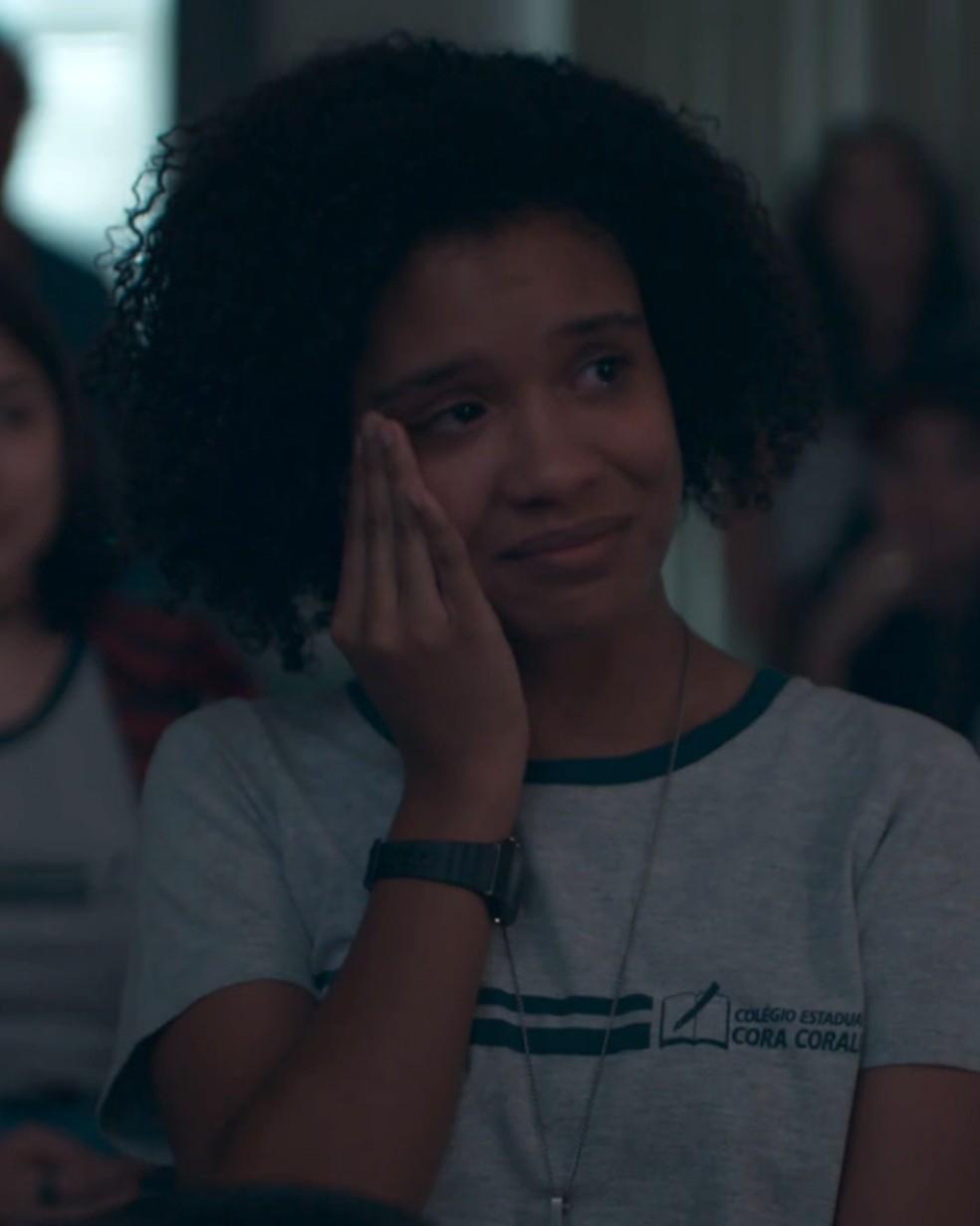 Ellen (Heslaine Vieira) se emociona com homenagem dos amigos do Cora Coralina — Foto: Globo