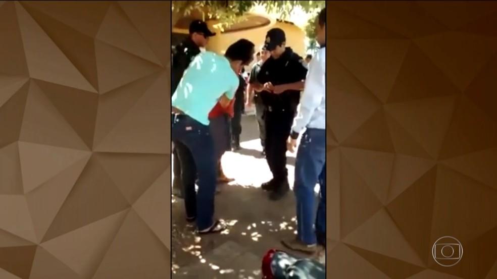 Na época, suspeito foi detido em Cerejeiras (Foto: Reprodução/Tv Globo)