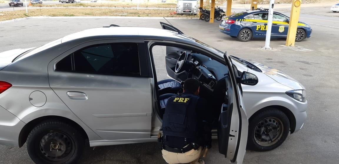 PRF recupera carro e veículo utilitário  em São Caetano e Garanhuns