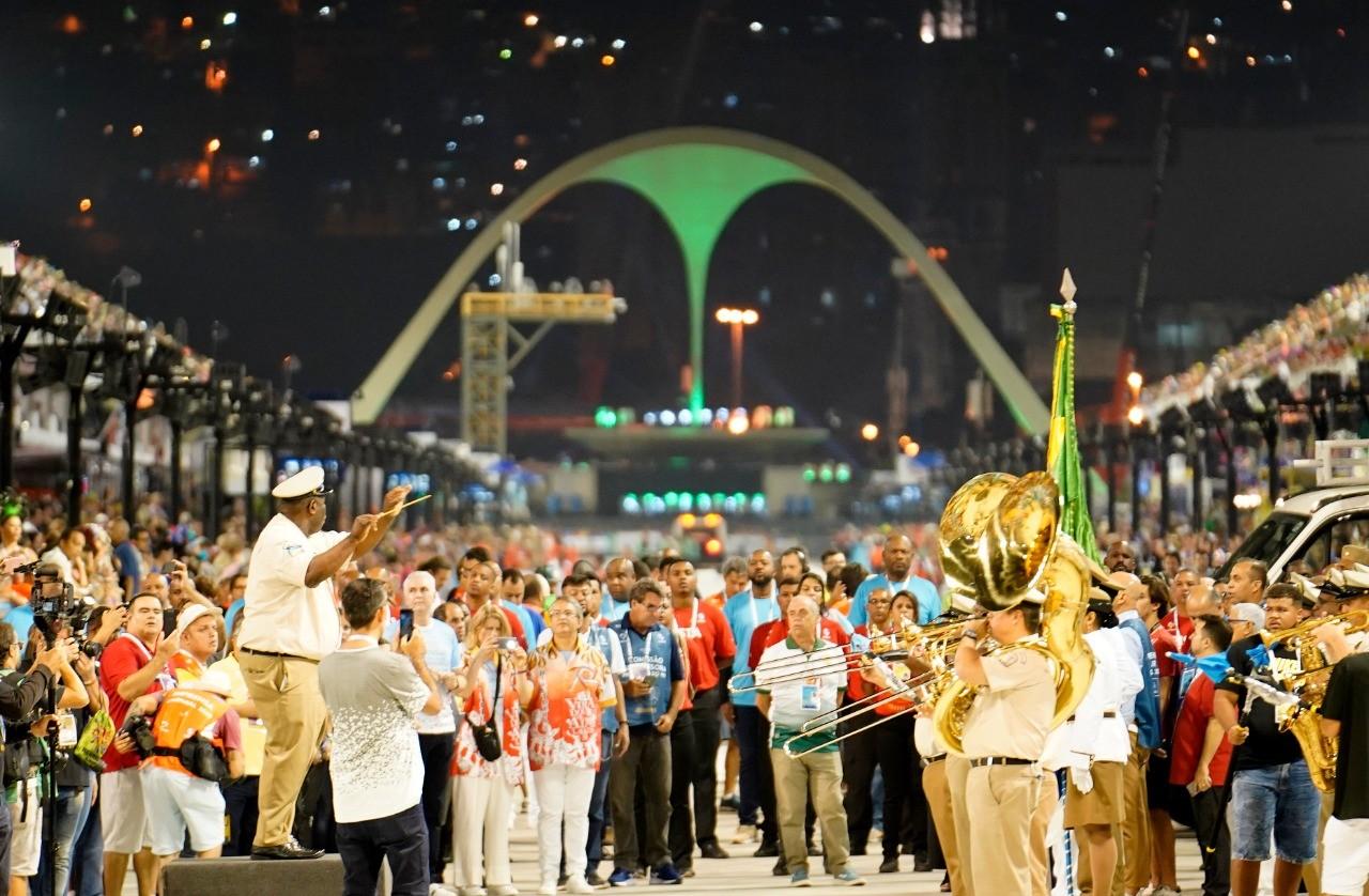 ASSISTA aos desfiles da 1ª noite das escolas do Grupo Especial
