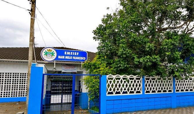 Estrutura de cobertura de quadra esportiva de escola municipal desaba em Mongaguá, SP