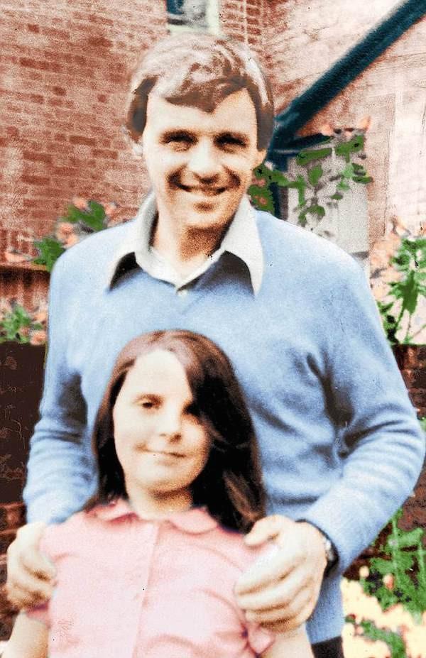 O ator Anthony Hopkins em uma foto de arquivo familiar com sua filha, Abigail Harrison  (Foto: Reprodução)