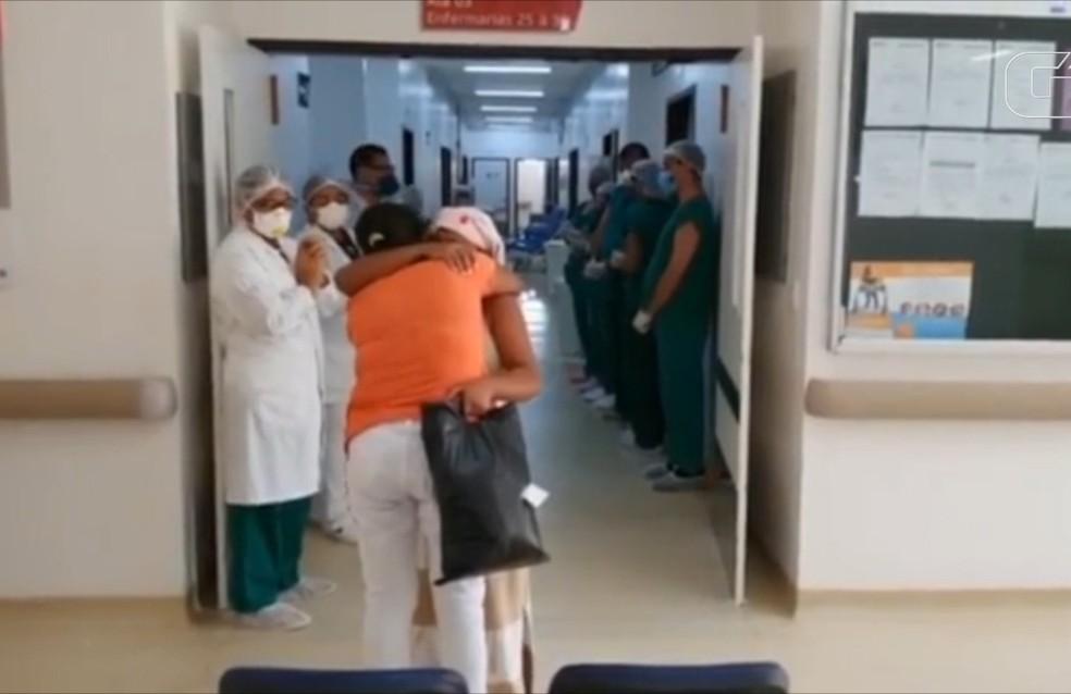 Paciente se recupera da Covid-19 e recebe alta no Maranhão — Foto: Divulgação/SES