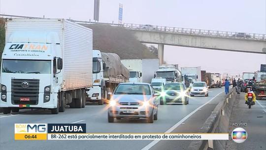 Caminhoneiros fazem protesto e pedem por redução de impostos em combustíveis