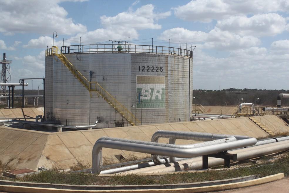 Tanque da Petrobras em Guamaré, RN (Foto: Igor Jácome/G1)