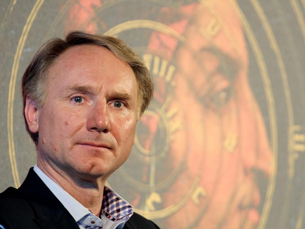 -  O escritor Dan Brown   O código Da Vinci   em imagem de arquivo  Foto: Claudio Giovannini/AFP