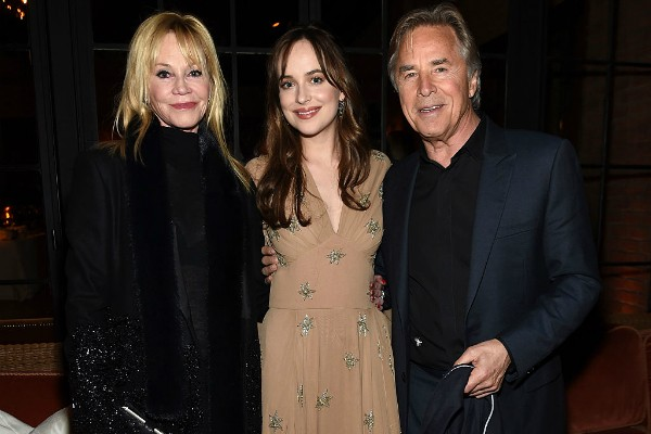 Melanie Griffith, Dakota Johnson e Don Johnson (Foto: Getty Images)