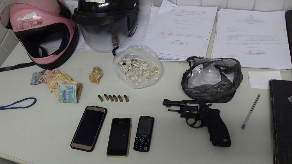 Material apreendido foi encaminhado à Polícia Civil (Foto: Divulgação/Polícia Militar)