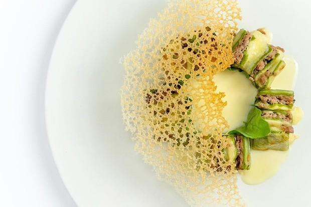 Lasagnetta (tallegio, espinafre, vitelo e fonduta de grana padano com trufa branca) (Foto: reprodução instagram (@evvai_sp))
