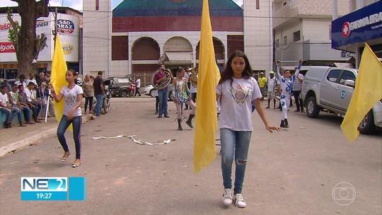 Moradores de Ribeirão recebem feirão da TV Digital
