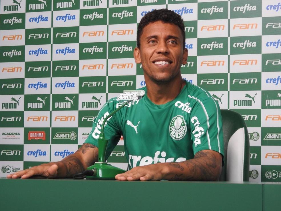 Marcos Rocha durante entrevista coletiva no Palmeiras, nesta quinta-feira — Foto: Felipe Zito
