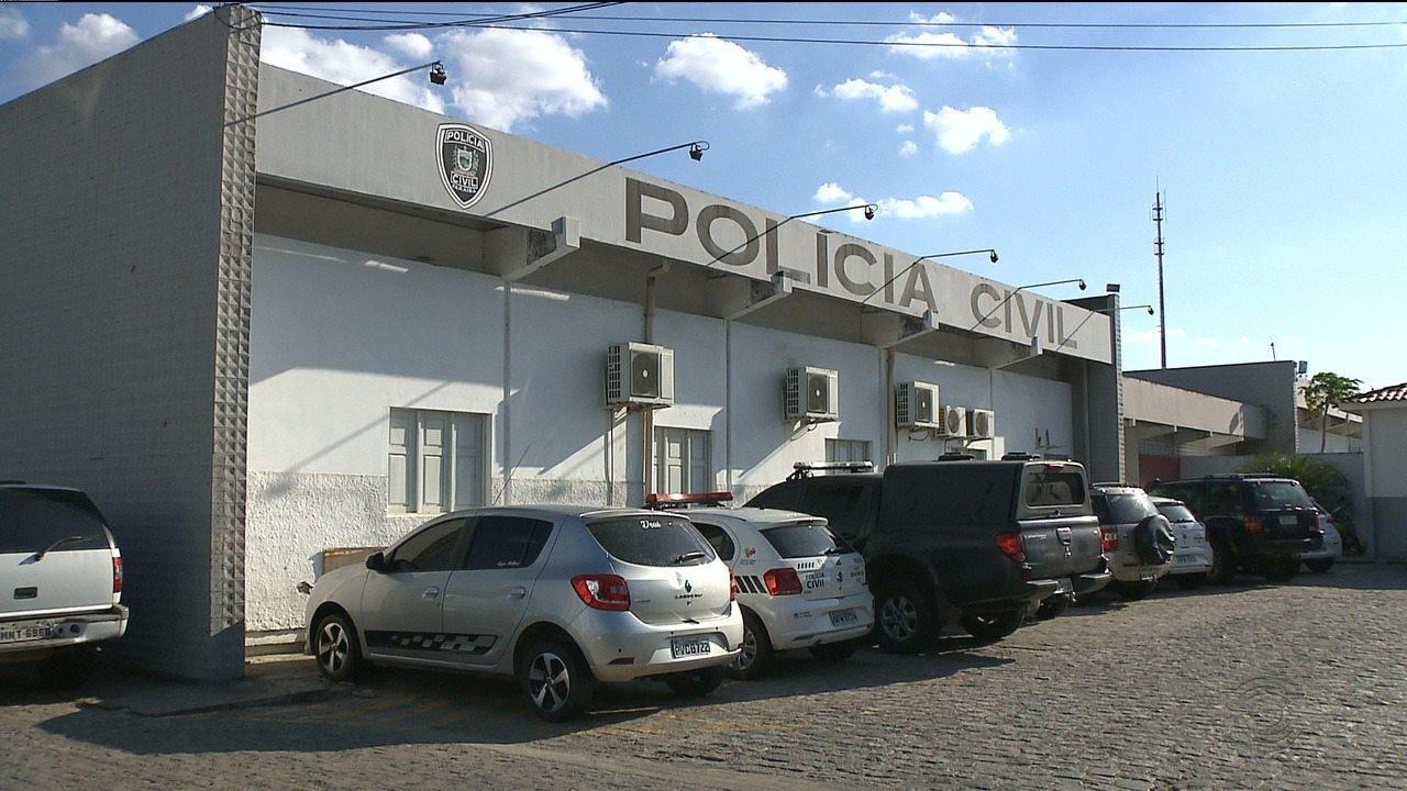Mulher é presa suspeita de deixar filho de 3 anos sozinho em casa por 2 horas, em Campina Grande