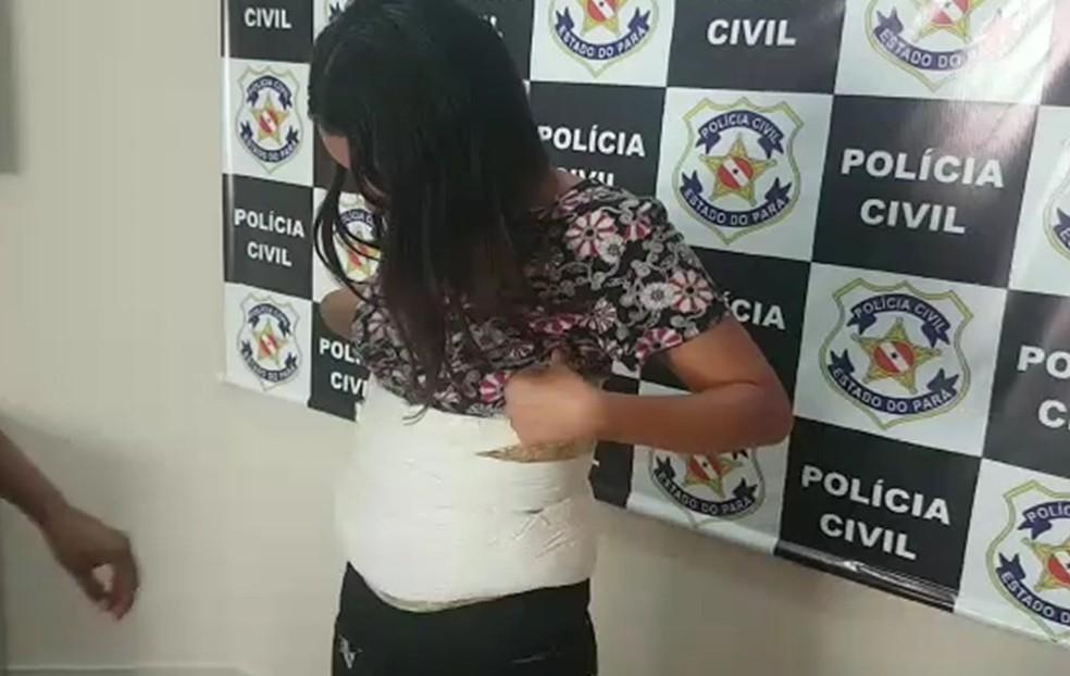Mulher é presa no aeroporto de Belém suspeita de tráfico e associação por tráfico de drogas. — Foto: Reprodução / Polícia Civil