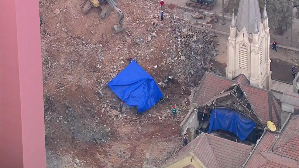 Bombeiros buscam sete desaparecidos (Foto: Reprodução/TV Globo)