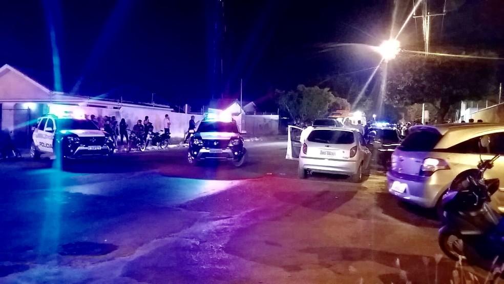Ex-PM foi morto a tiros no Bairro Jardim Brasília, em Rondonópolis — Foto: Wagner Montanari/Primeira Hora