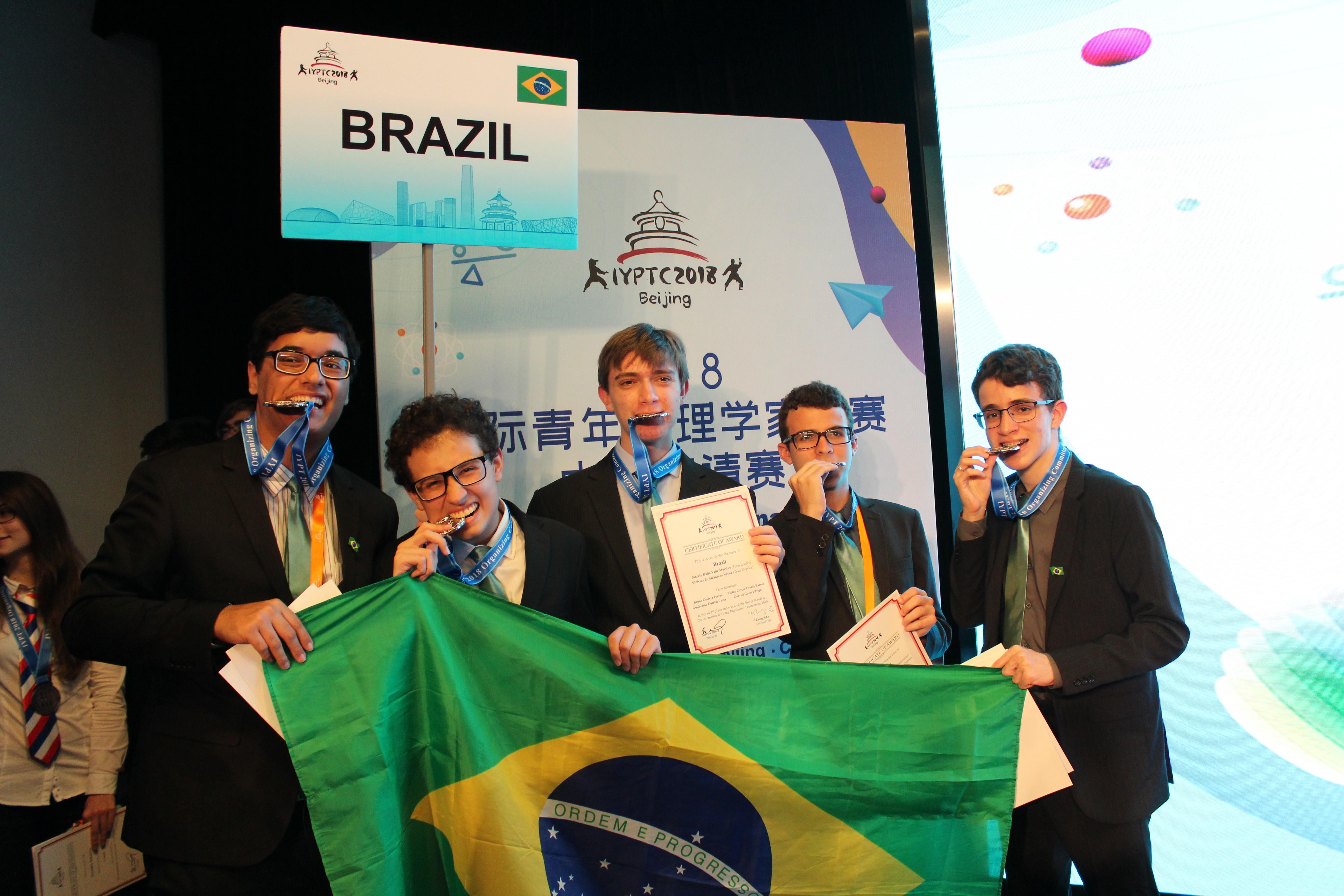 Estudantes brasileiro conquistam quinto lugar na edição de 2018 do Torneio Internacional de Jovens Físicos (Foto: Divulgação/IYPT BR)