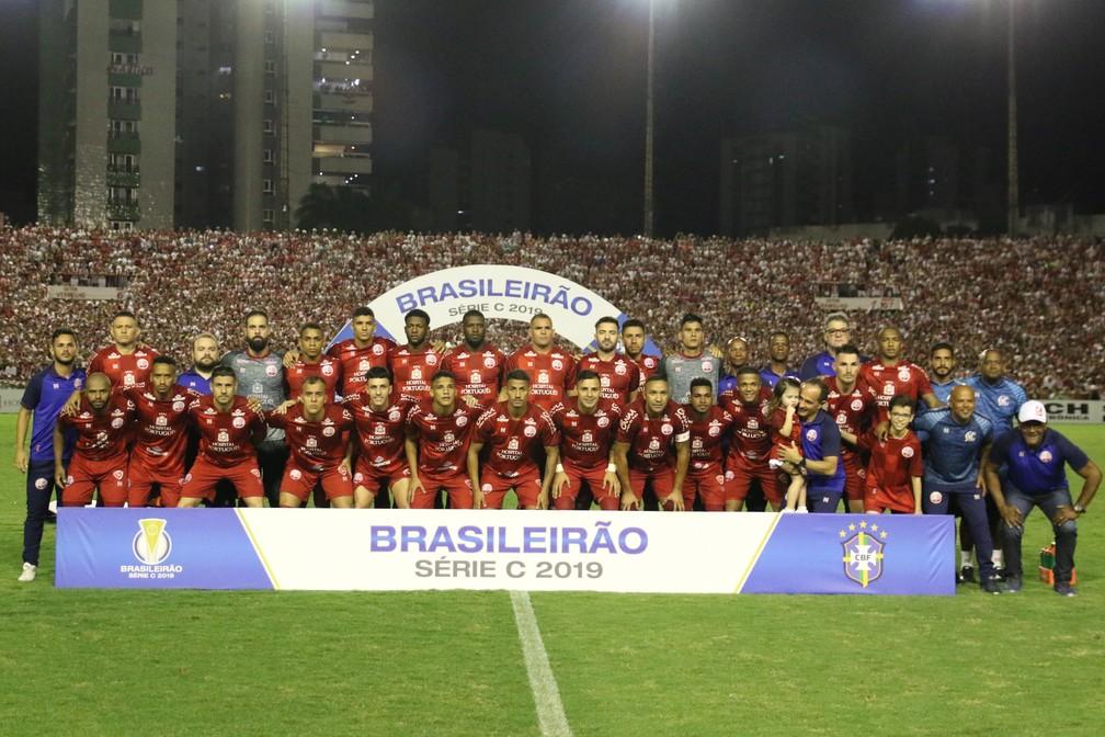 Equipe do Náutico na partida do acesso contra o Paysandu — Foto: Marlon Costa / Pernambuco Press