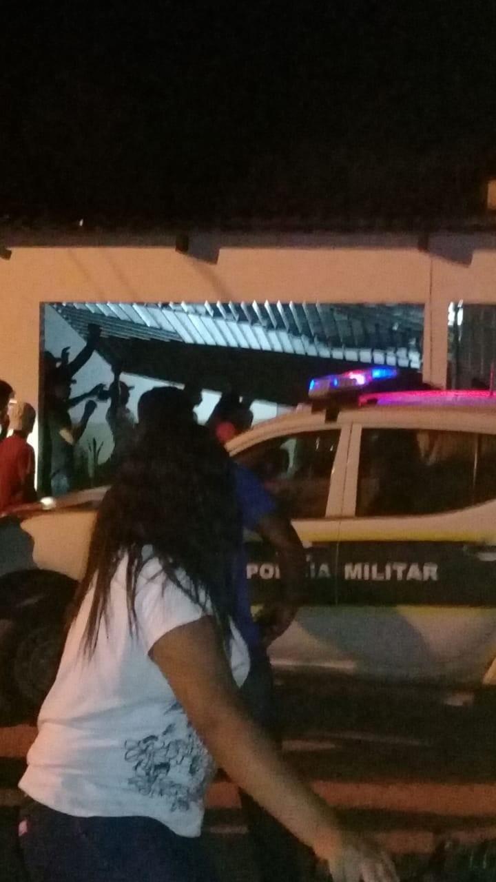 Seis acusados de invadir delegacia e arrastar preso por rodovia para matá-lo vão a júri popular no AC