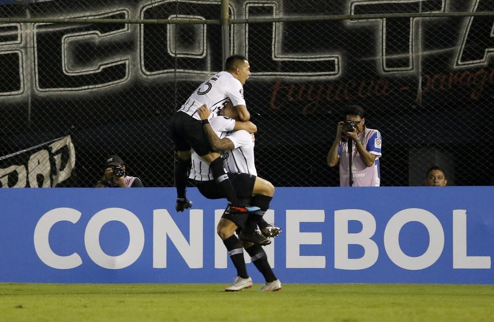 Libertad é o rival do Grêmio nas oitavas de final da Libertadores — Foto: Andrés Cristaldo/EFE