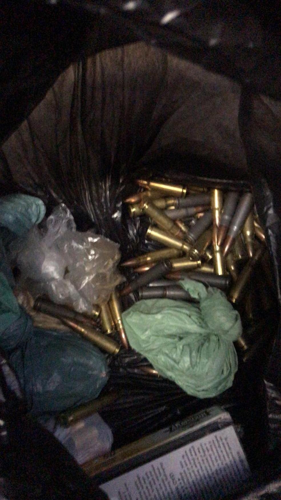 Munição para fuzil também foi localizada pela polícia em Cubatão, SP — Foto: Divulgação/Polícia Militar Ambiental