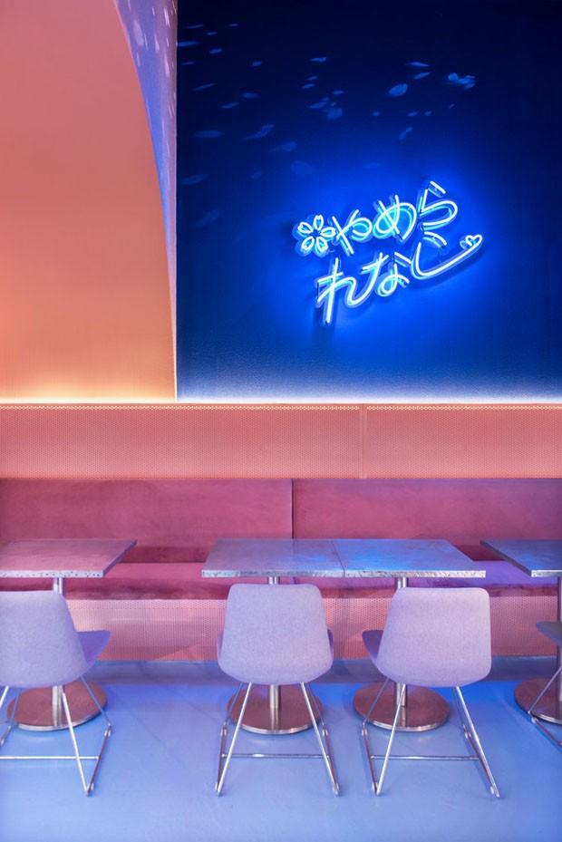 Restaurante em Sidney tem décor inspirado nas cerejeiras japonesas (Foto: Reprodução)