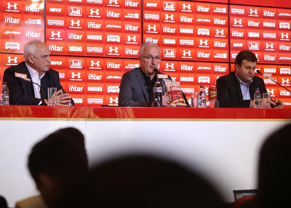 São Paulo perde do Fluminense e as preocupações continuam. O que Leco/Pinotti fizeram que Jucilei não joga? Wender Peixoto