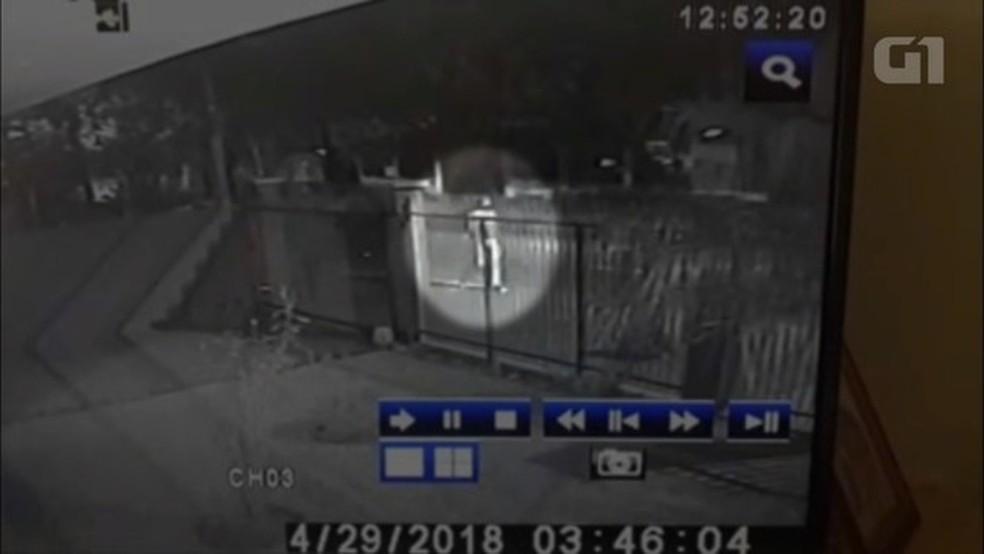 Homem gritou 'perdeu' antes de atacar o acampamento, dizem testemunhas (Foto: Reprodução)