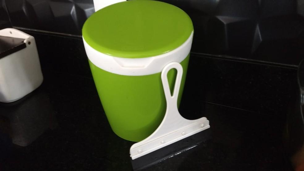 Lixeira de pia de cozinha e rodo podem conter bactérias e fungos, aponta estudo de Campinas. — Foto: Arquivo pessoal