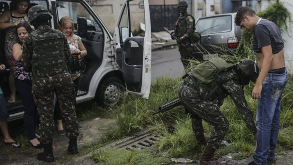General brasileiro defende que militares no Rio possam usar mais força. (Foto: AFP)