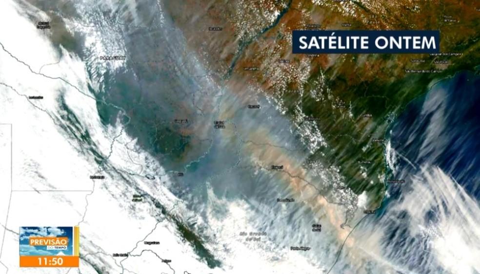 Satélite registra presença de fumaça das queimadas da Amazônia em Santa Catarina — Foto: Reprodução/ NSC TV