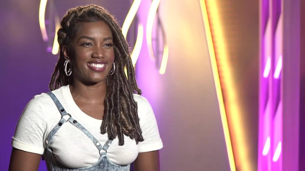 IZA relembra sucesso com a música 'Pesadão'