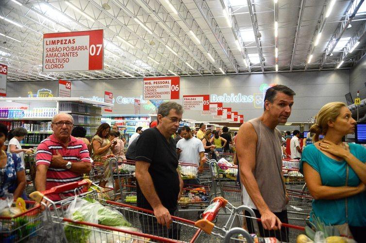 Alimentos, que registraram queda de preços de 0,41% na prévia de setembro, tiveram inflação de 0,44% em outubro   (Foto: Arquivo/Tânia Rêgo/Agência Brasil)