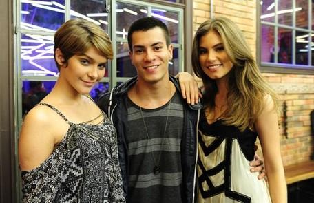 Bruna Hamú com Isabella Santoni e Arthur Aguiar. O trio protagonizou 'Malhação: Sonhos', em 2014 TV Globo