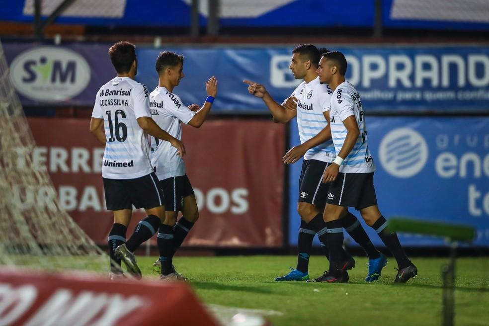 Diego Souza e Ferreira comemoram gol do Grêmio — Foto: Lucas Uebel/Grêmio