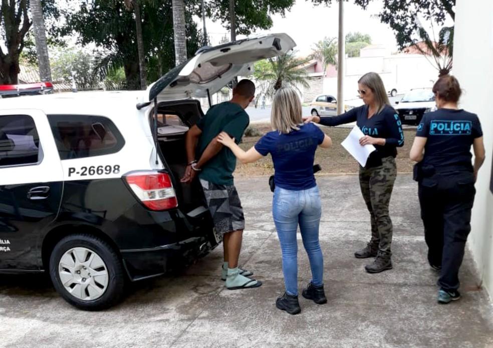 Durante briga em propriedade na zona rural de Garça, homem acertou golpe de faca no rosto da esposa — Foto: Polícia Civil/Divulgação