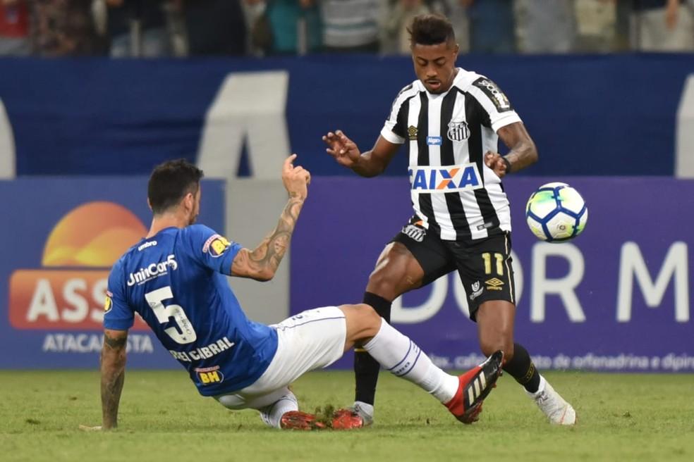 Bruno Henrique perde chance clara contra o Cruzeiro — Foto: Ivan Storti / Divulgação Santos FC