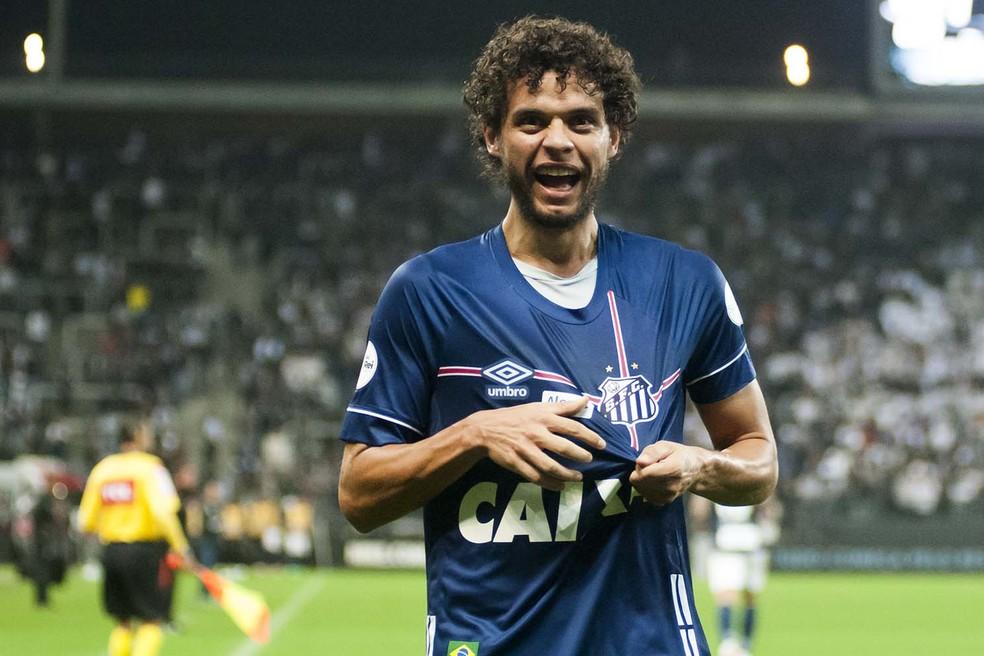 Victor Ferraz vai promover jogo beneficente com o lateral Douglas Santos, do Hamburgo, da Alemanha (Foto: Ivan Storti / Divulgação Santos FC)