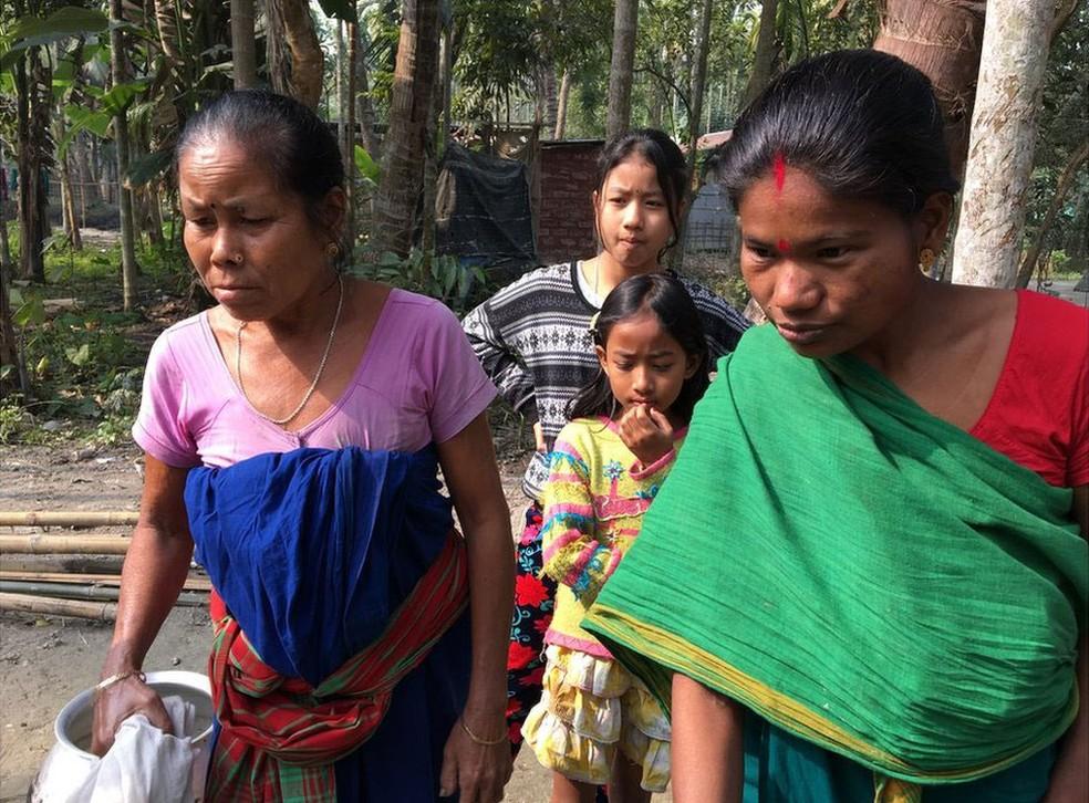 Manamati Boro, avó de Riyan, ainda tem medo de que a criança seja levada da família  (Foto: BBC)