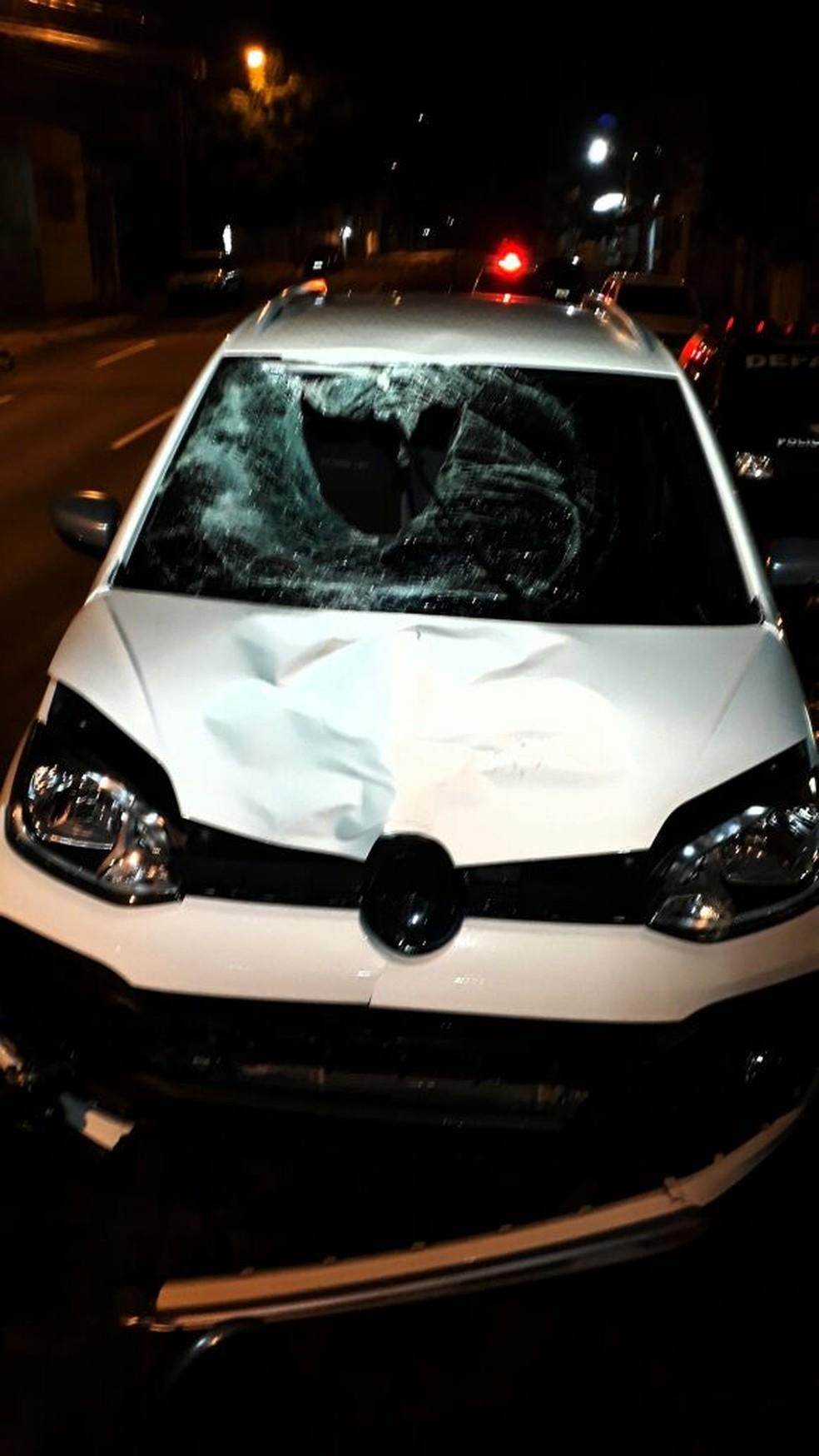 Carro ficou com a frente destruída (Foto: José Aparecido/TV Morena/Arquivo)