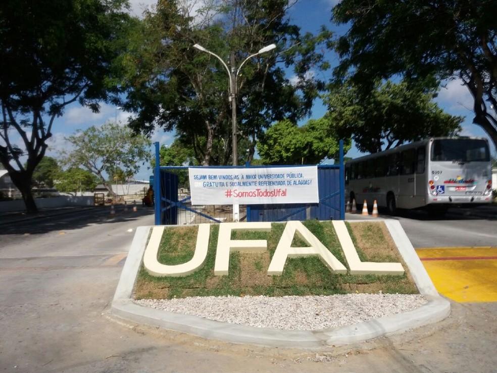 Ufal abre inscrições para o processo seletivo de professores temporários para atuar no projeto Mais Médicos (Foto: Suely Melo/G1)