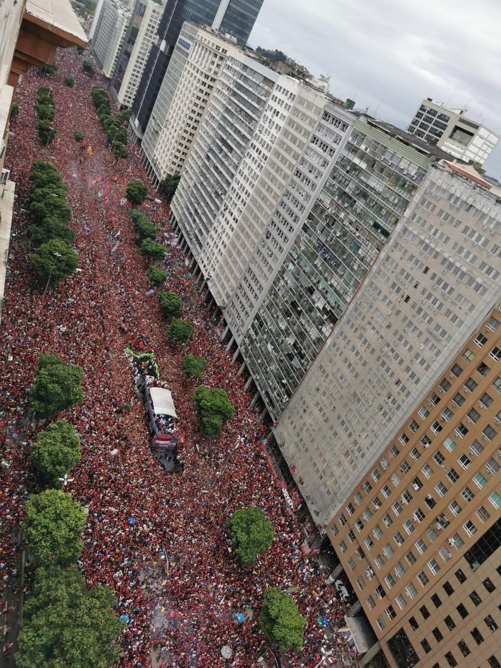 Multidão no centro do Rio neste domingo (24) — Foto: Marcos Serra Lima/G1