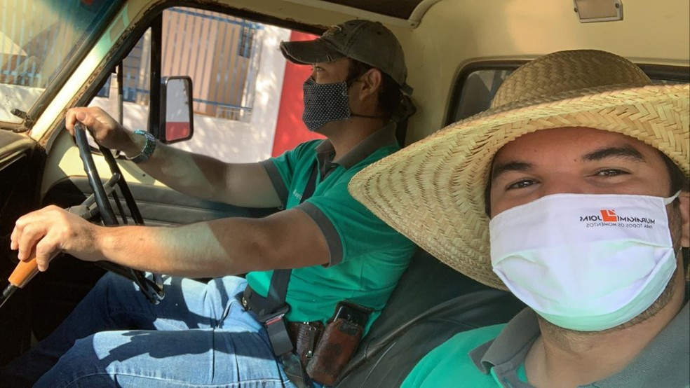 Adriano Takashi Moriya e Gabriel Zin Vascon são os responsáveis pela produção de conteúdo dos sítios São Francisco e Tropical — Foto: Gabriel Zin Vascon/Cedida
