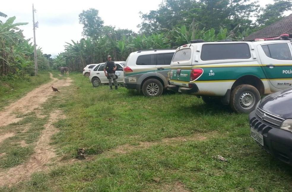Polícia foi até o local resgatar os corpos (Foto: Luízio Oliveira/Arquivo Pessoal )