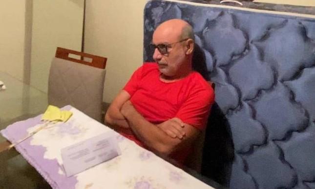 Fabrício Queiroz na casa em que foi preso, em Atibaia