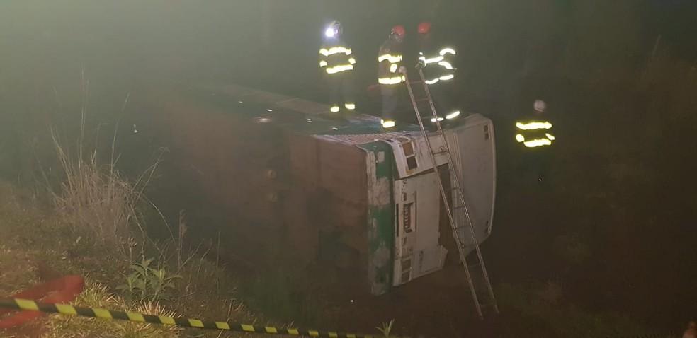 Acidente com ônibus de excursão deixa passageiros feridos na Região das Missões — Foto: Bombeiros/divulgação